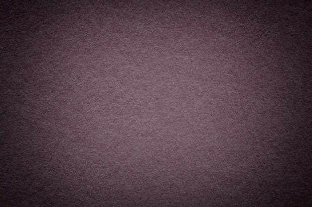짤막한 빈티지 짙은 갈색 종이 배경의 질감. 보라색 판지의 구조입니다.