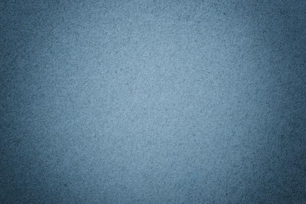 マットビネットとビンテージネイビーブルーの紙の背景のテクスチャ。フレーム付きデニムクラフトダンボールの構造。