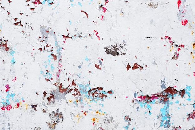 ペイントと錆の多くの層を持つヴィンテージのさびた灰色鉄壁の背景のテクスチャ