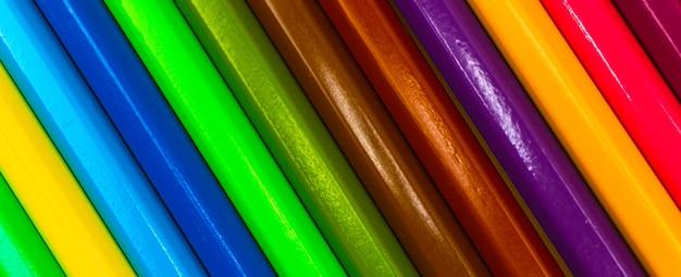色の描画鉛筆のクローズアップ、色とりどりのカラフルな鉛筆のバナー写真のテクスチャパターン