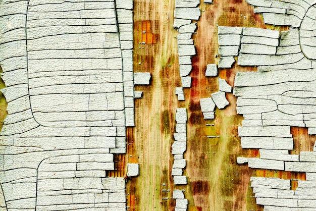 テクスチャ木の壁の背景。傷やひび割れのある木の質感
