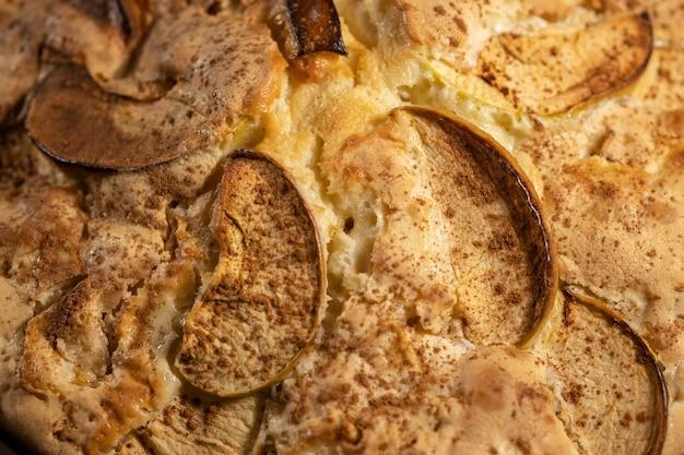 사과 파이 또는 계피가 있는 케이크의 질감 배경, 홈 베이킹 레시피, 매크로 선택적 초점 배경