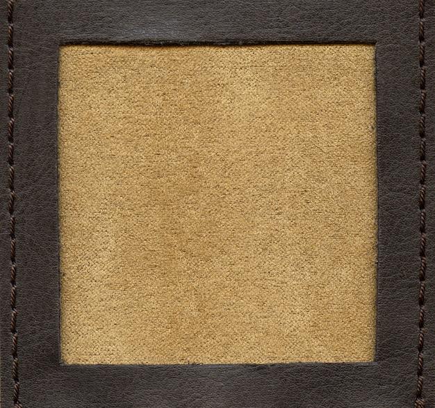 Фактурный фон, мягкий материал в обрамлении фактурной кожи с прошивкой ниток по периметру