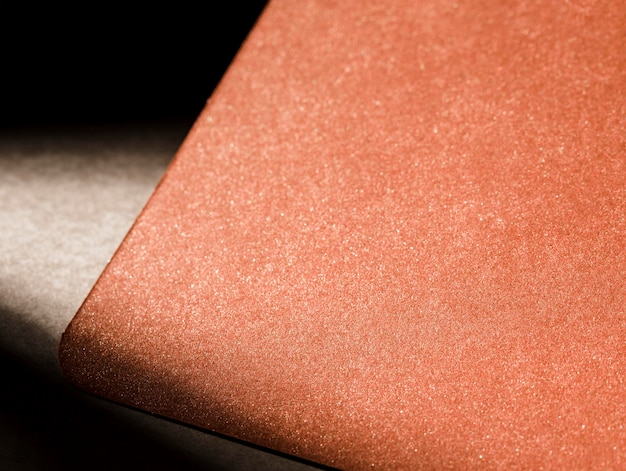 Текстурированный коричневый картон с тенями