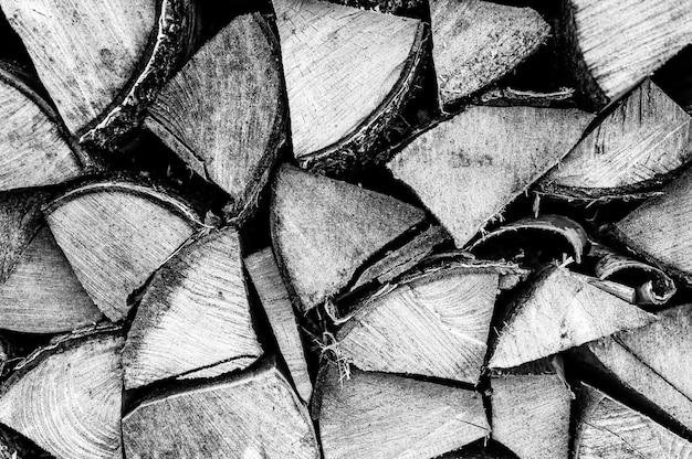 Текстурированный фон дров из рубленых дров для растопки и отопления дома. поленница