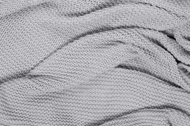 니트 코튼 웨이브 체크 무늬, 상위 뷰의 질감 표면. 계절의 아늑함이 평평합니다. 스칸디나비아 미니멀 스타일. 2021 년 얼티밋 그레이의 컨셉 트렌드 컬러.