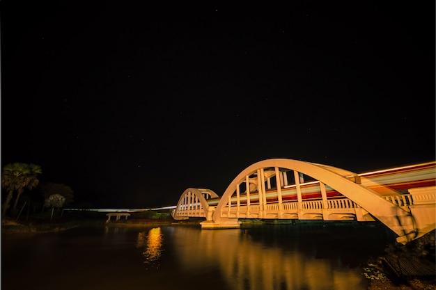 タイ北部ランプーン県のtha chomphu鉄道橋