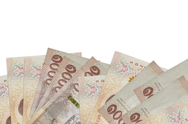 태국 바트 지폐는 흰색에 고립 된 화면의 아래쪽에 놓여 있습니다.