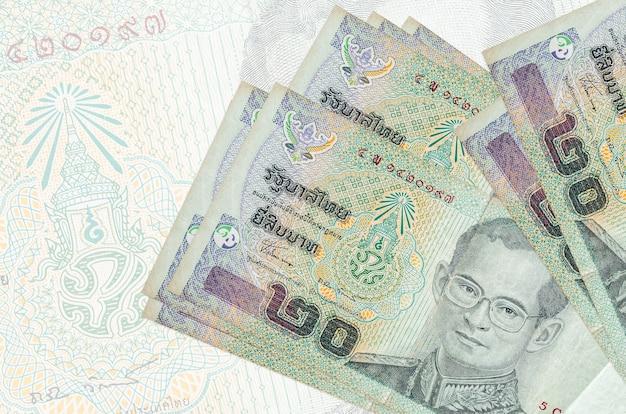 밝은 배경에 태국 바트 지폐