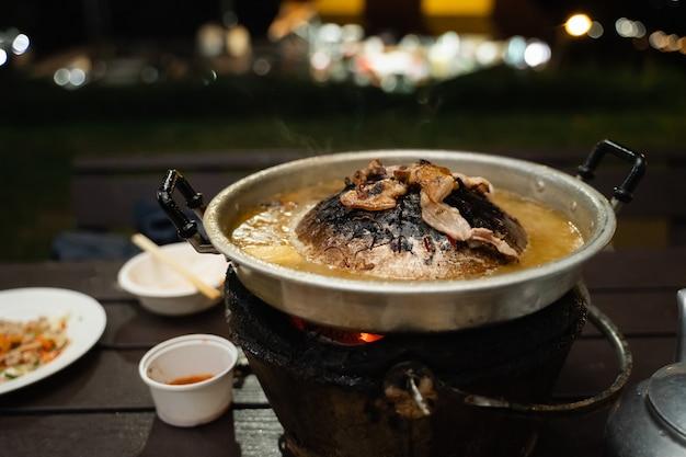 타이 바비큐 그릴 돼지 고기 핫팬 뷔페, 무가 타 전통 태국 스타일 bbq
