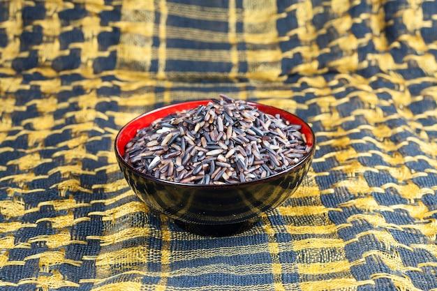 Тайские ягоды черного риса.