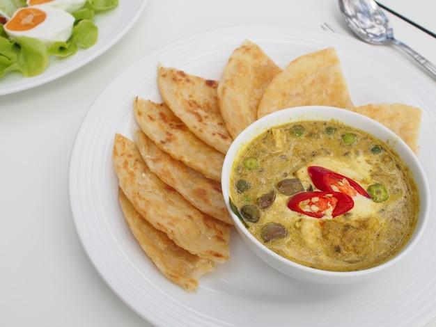 タイ風チキングリーンカレーバルーンパン