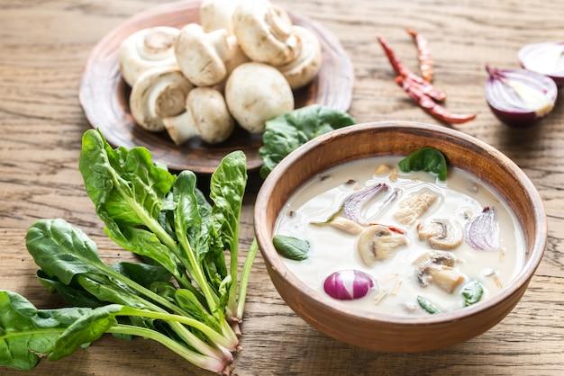 タイのココナッツクリームスープ