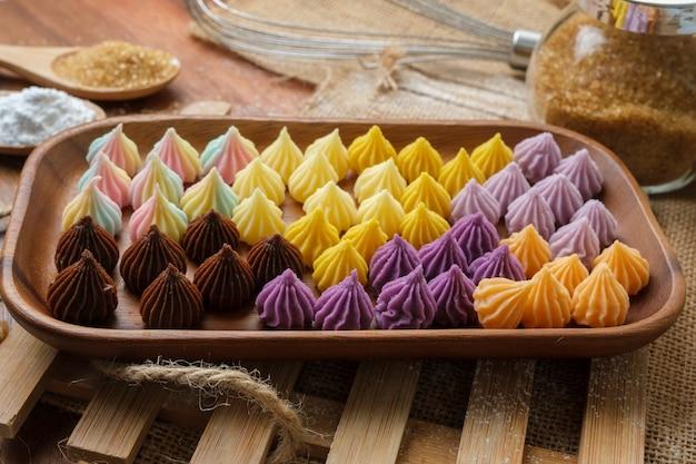 タイのデザート。小麦粉、砂糖、ココナッツクリームだけで作られています。タイの人々はaa-luachaaowangと呼んでいます。