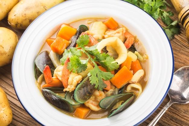 タイ料理:カレーシーフード、カレーイカ、カレームール貝、カレーエビ