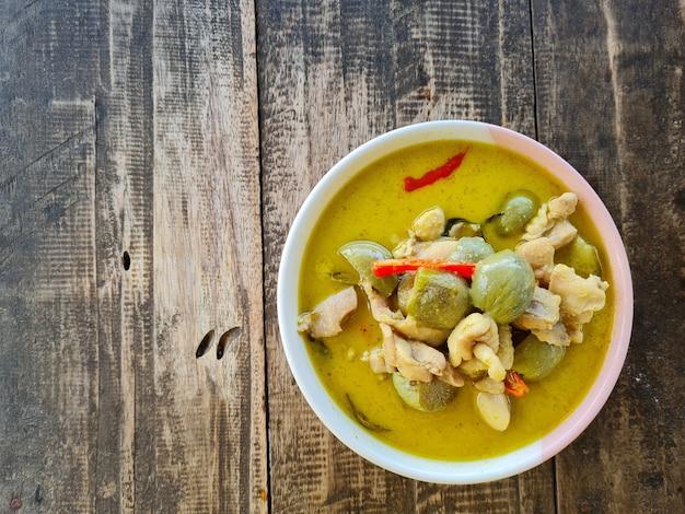 Зеленое карри тайской кухни.