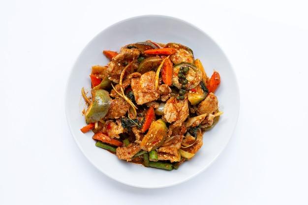 태국 음식, 허브를 곁들인 뜨겁고 매운 돼지고기 볶음