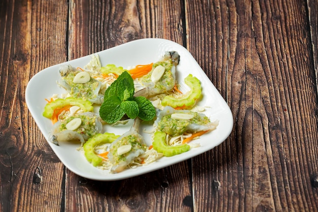 タイ料理;スパイシーな魚醤のエビ