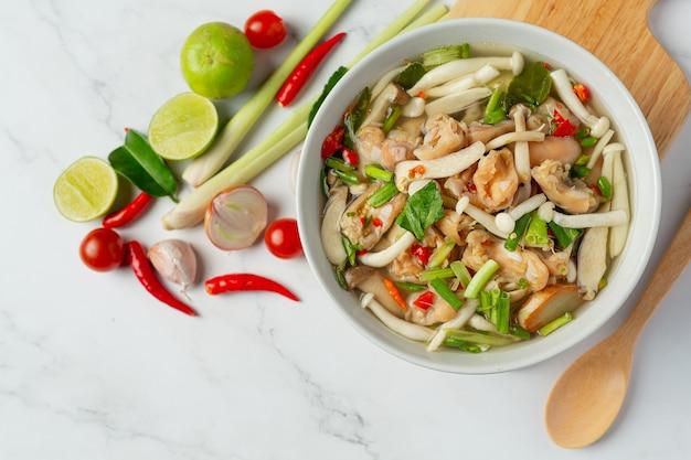 タイ料理;スパイシーチキンテンドンスープ