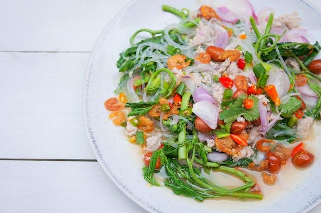 タイ料理、スパイシーウォーターミモザサラダ