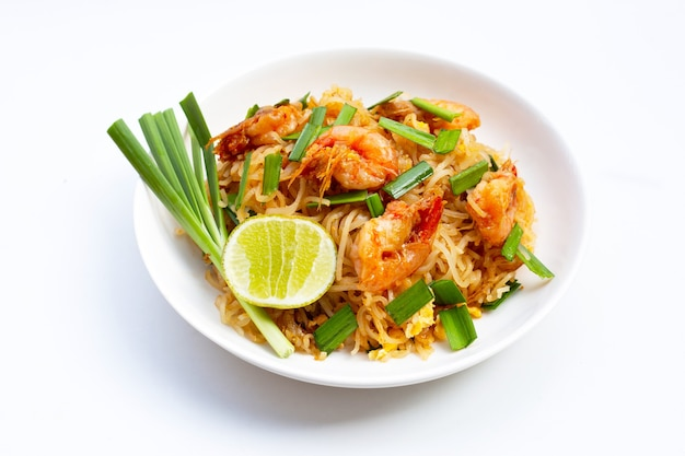 Тайская еда, жареная рисовая лапша (пад тай)