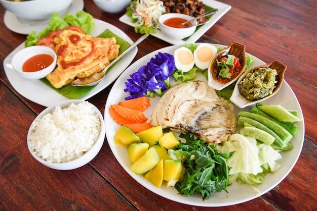 タイ料理のトップビューをクローズアップ