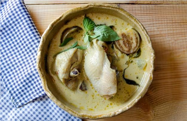 チキンレシピとタイのグリーンカレー。