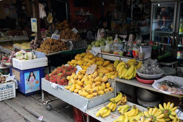 태국 시장 과일과 그릴