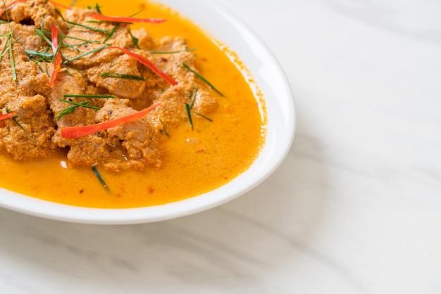 タイミールキットパナンカレーと豚肉-タイ料理スタイル