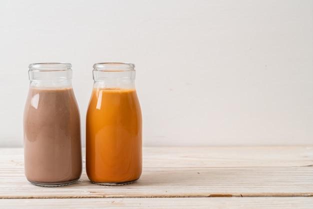 ボトル入りタイミルクティーとチョコレートミルク