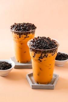 Тайский чай с молоком с пузырьками