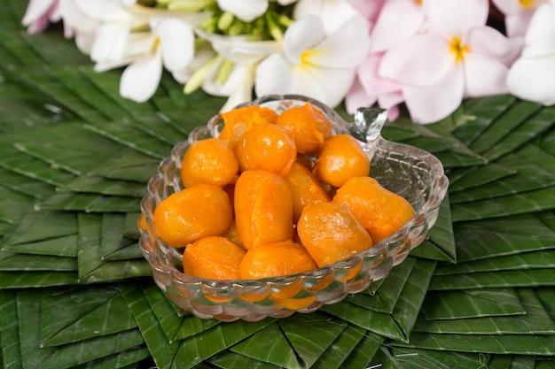 Thai mung bean marzipan and egg yolk dessert recipe (met khanoon). thai desserts