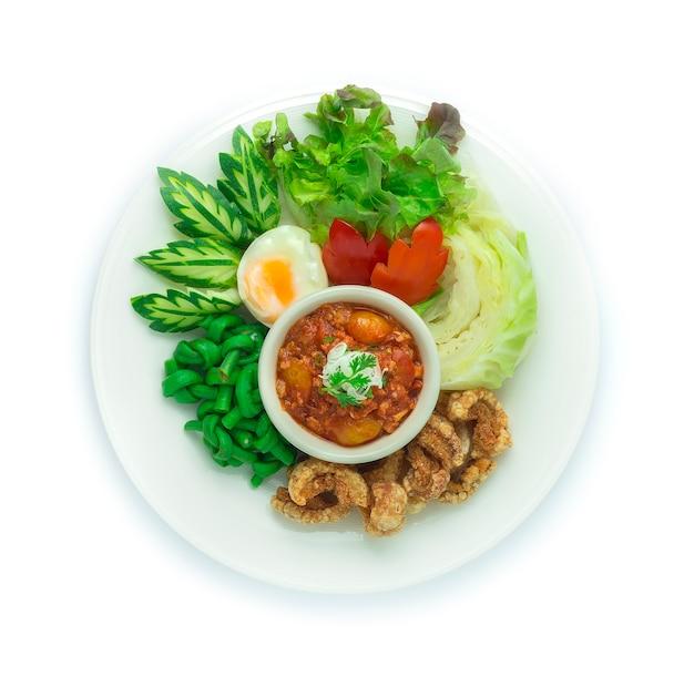 태국 북부 식 돼지 고기와 토마토 칠리 페이스트 nam prik ong 현지 음식