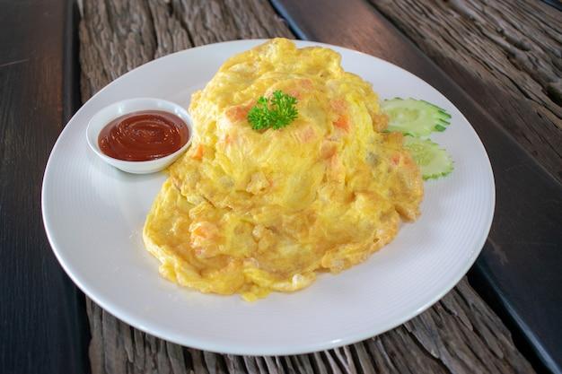 Thai omelet, omelette or fried beaten egg.