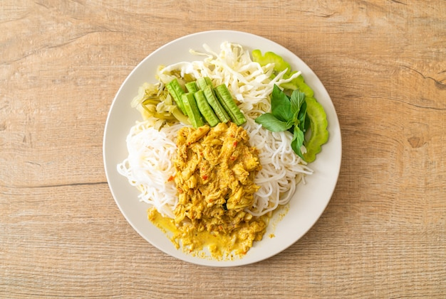 Thai rice noodles with crab curry and variety vegetables