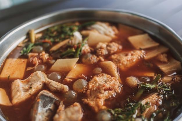 Тайский кислый суп из яиц гигантского морского сома острый суп из морепродуктов