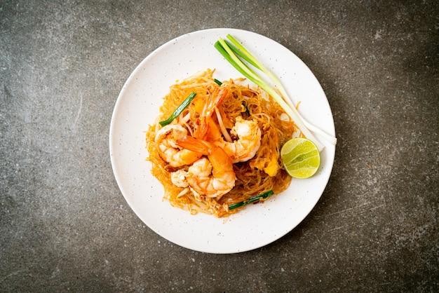 Жареная вермишель по-тайски с креветками