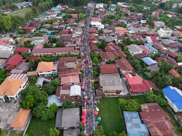 タイの通りの市場