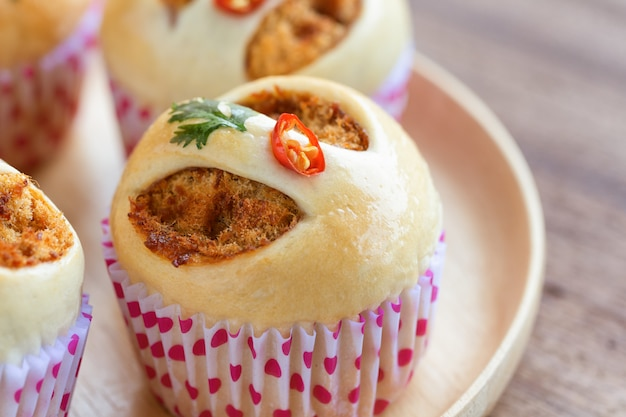 Thai style homemade bun with dried shredded pork or pork floss and shrimp roasted chili paste.