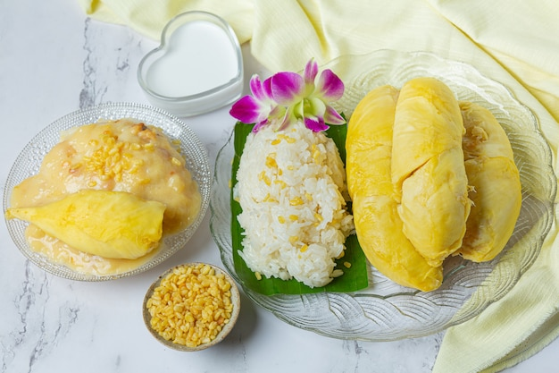 Thai sweet sticky rice with durian in a dessert.