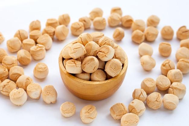小麦粉、卵、砂糖で作ったタイのお菓子。タイ語の呼び出し「khanomping」