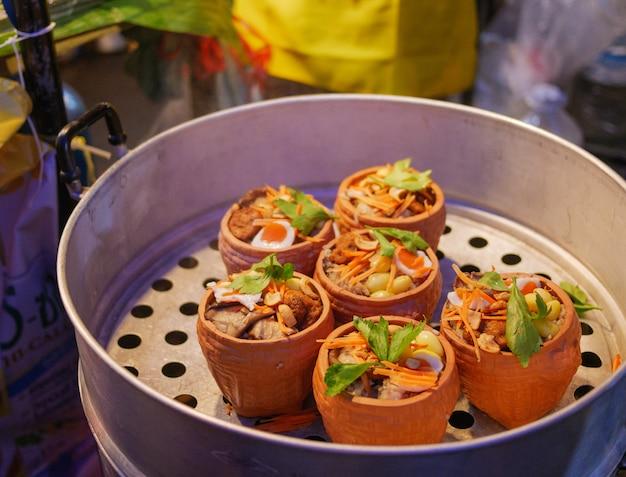 ベジタリアン・フェスティバルのタイのベジタリアン料理