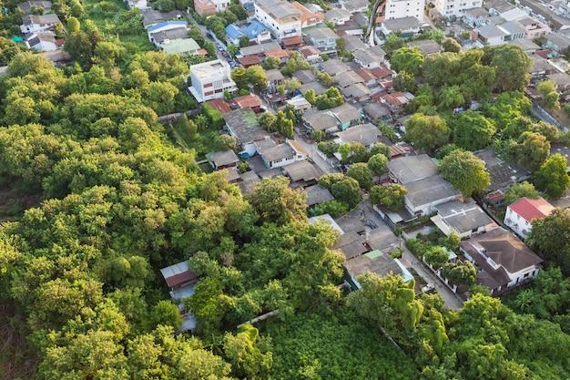 Таиландские деревни с высоты птичьего полета в городе бангкок в таиланде