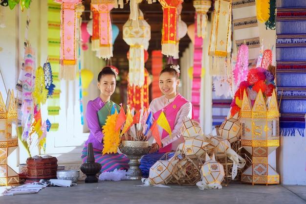北タイ、チェンマイタイの伝統的な衣装でタイの女性