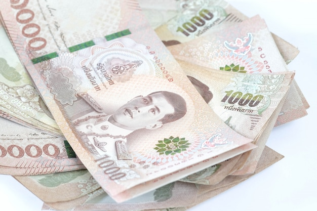 Банкнота таиланда изолированная на белой предпосылке.