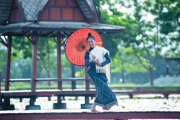 タイの民族衣装の女性ダンス衣装:タイダンス