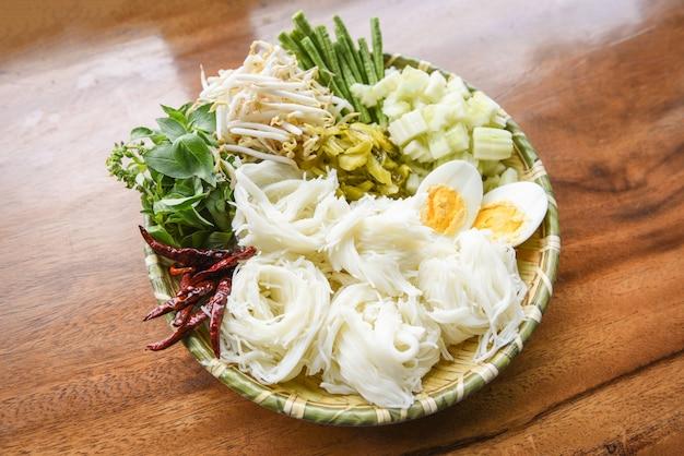 Тайланд еда вермишель лапша вареные яйца
