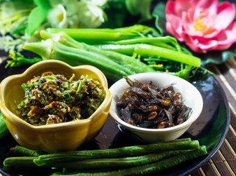 タイの地元の食べ物地下蟻チリペースト