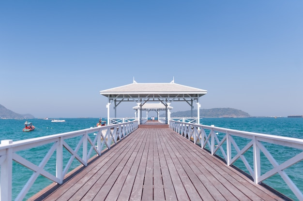 Thailandタイのチョンブリの美しいビーチ。