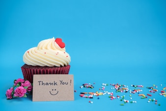 Thank you note with cupcake and pink bouquet rose flower